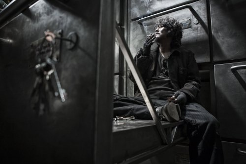 snowpiercer-smoking